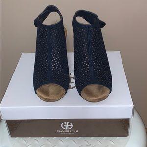 Gianni Bernini Memory Foam Sandals SZ 7 Midnight